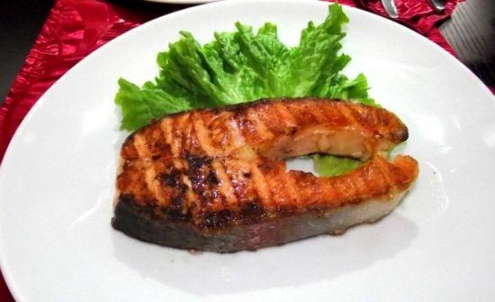 рыба с салатом