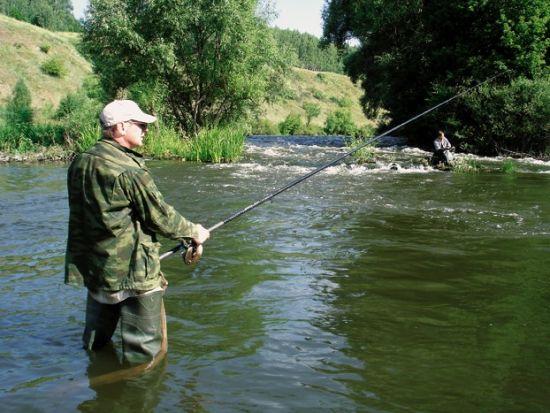 рыбалка в водном потоке