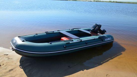 Лодка от компании Азимут