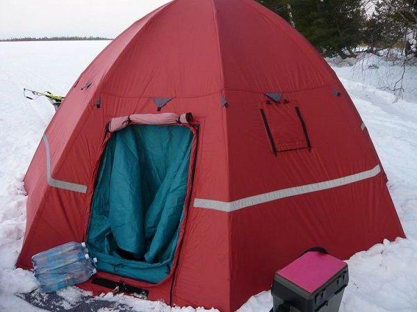 Палатка на снегу