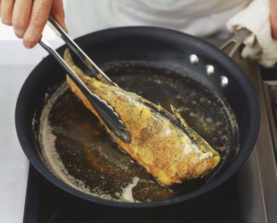 жарка рыбы