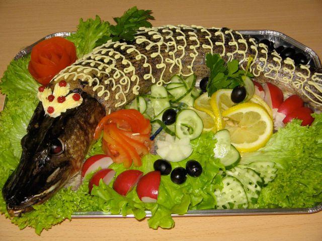 с овощной нарезкой и зеленью