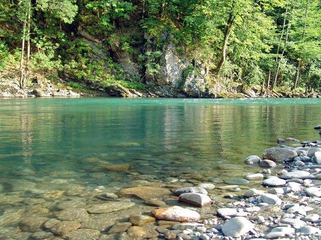 Медленный участок горной реки