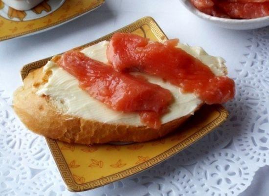 бутерброд из малосольной горбуши