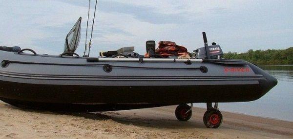 Лодка на колесах