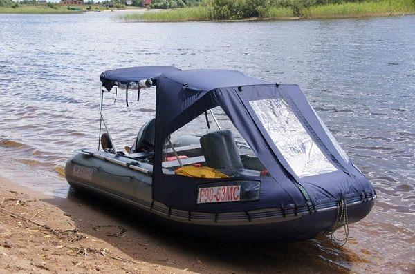 Тент в лодке