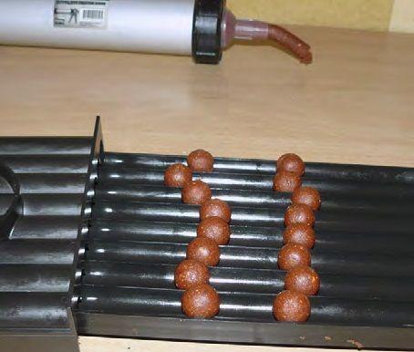 Кондитерский пистолет и шарики полуфабрикаты