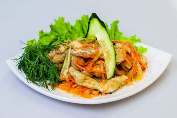 рыба с морковкой и зеленью