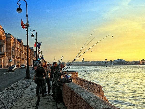 Рыбаки на набержной
