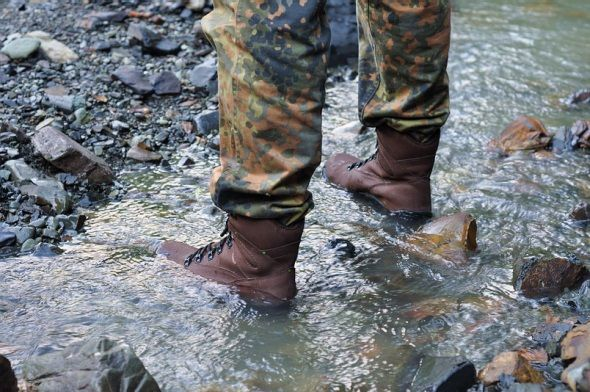 Ботинки в воде