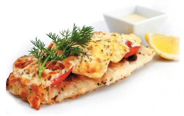 Рыба с сыром и помидорами