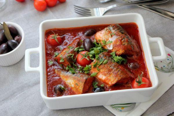 рыба в белой посуде
