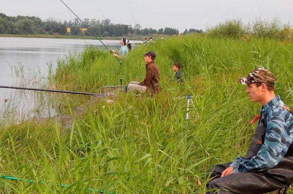 Рыбаки на берегу
