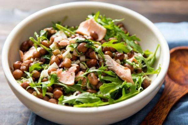 Салат с рыбой и красной фасолью
