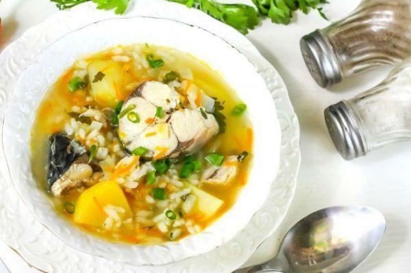 суп и рядом солянка