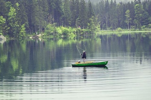 Рыбалка нахлыстом с лодки