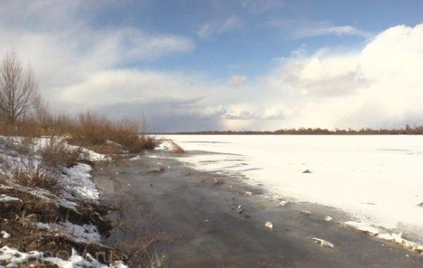 подтаявший лёд