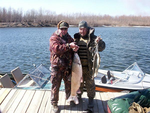 Рыбаки с трофеями