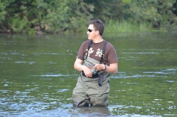 Рыболов в вейдерсах