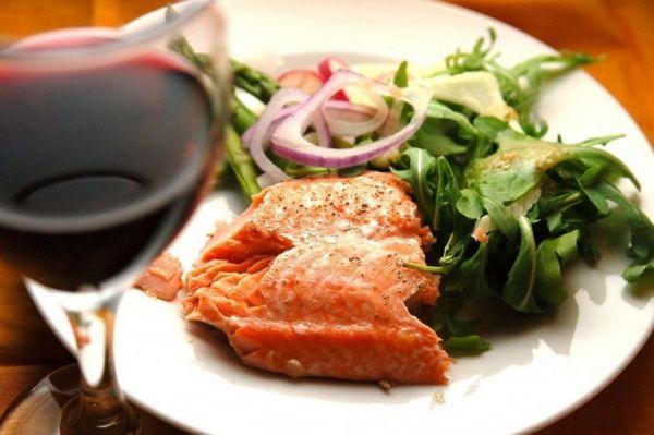 Красная рыба и красное вино
