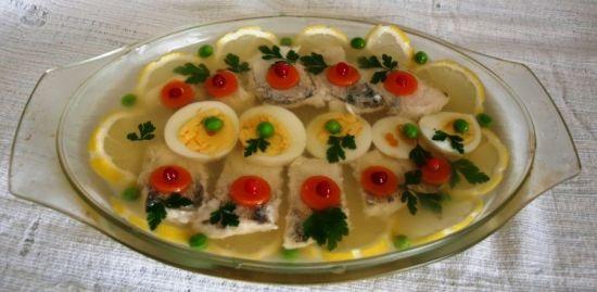 заливное с лимоном и яйцами