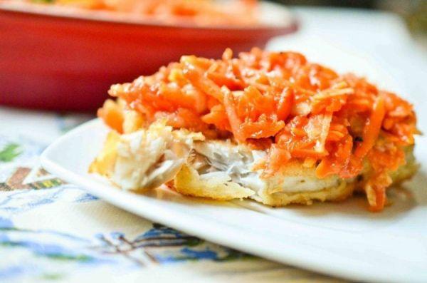 Рыба с морковкой и луком