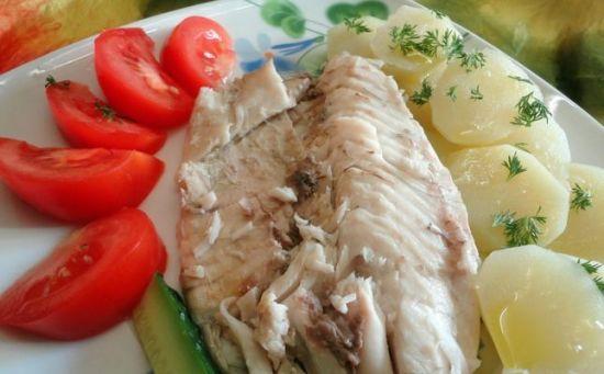 рыба с помидорами и картофелем