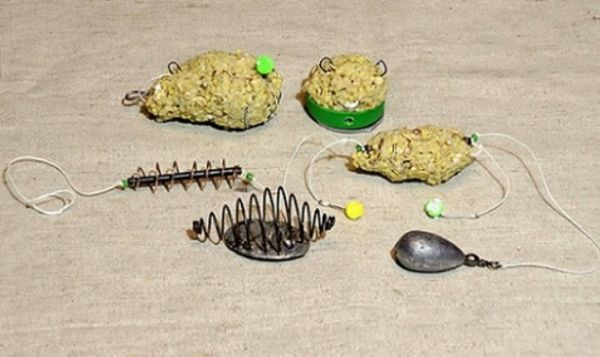 Крючки в оснастке соске для течения с пластилином