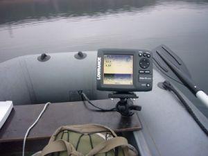 Эхолот в лодке
