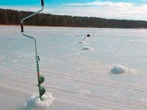 Ледобур на льду