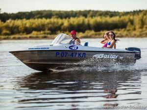 Лодка Бестер на воде