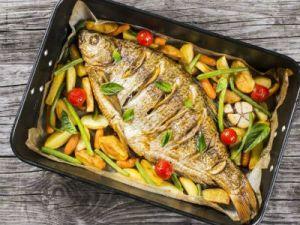 рыба в черной посудине