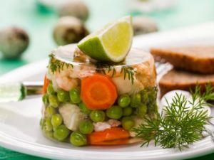 заливное с рыбой и овощами