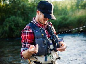 Рыбак в жилете