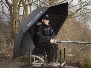 Рыболов под зонтом